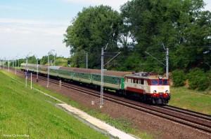 Pociąg na E30 (koło Łosiowa)